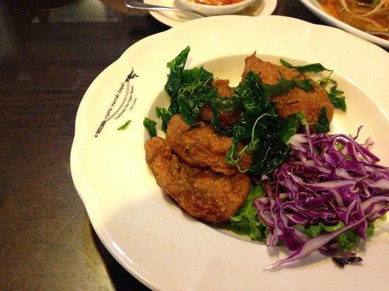 A big dinner set picture of joe louis thai cuisine for Cuisine asiatique