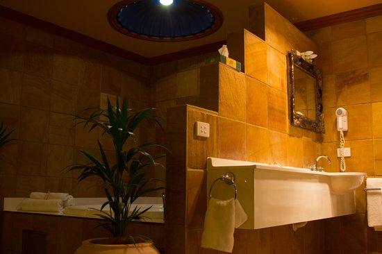Buena Villa: Luxor Bathroom