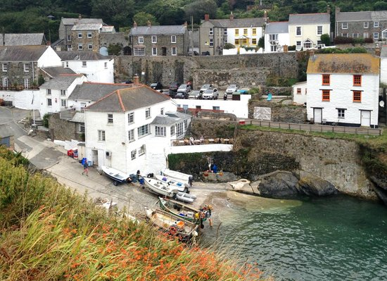 The Lugger Hotel: The Lugger from adjacent cliff path
