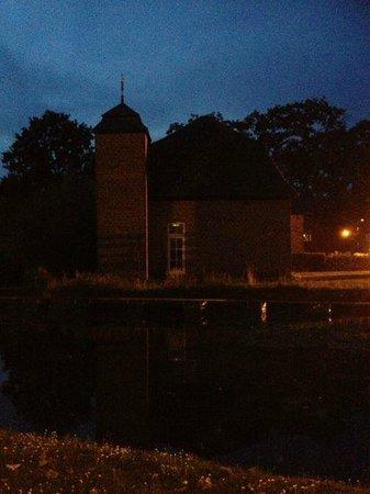 Bilderberg Chateau Holtmuhle : Hotel grounds at night