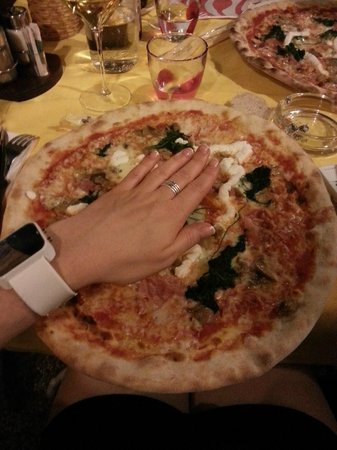 pizzeria trattoria all'anfora : Taille de la pizza