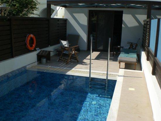 Terrasse et piscine priv e bild fr n tui sensimar for Piscine oceanis