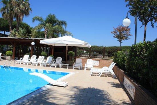 Hotel Pace: un angolo della piscina