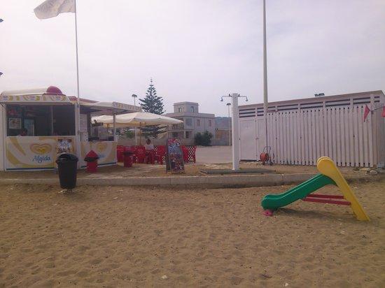 Valderice, Italie : Lido Playa Nova, Giuseppe il proprietario del lido mette a disposizione dei suoi ospiti servizio