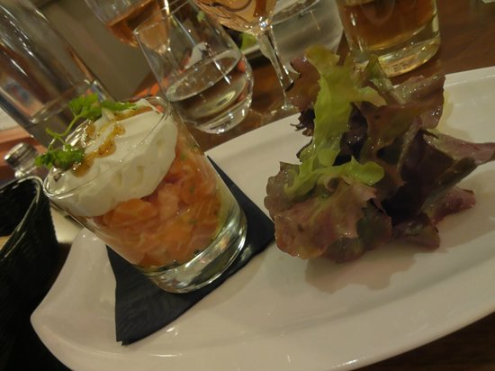 Le Comptoir d'Ainay: Dinner Entree: Tartare of salmon with wasabi and sourcream
