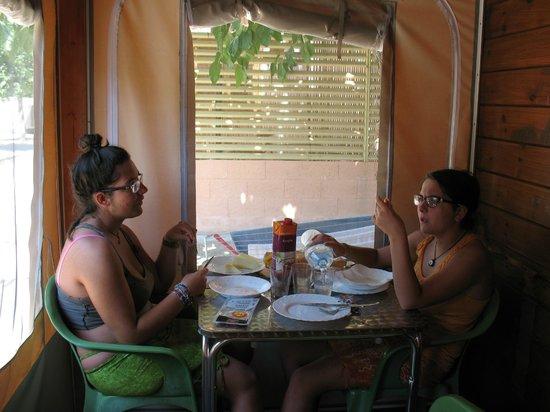Camping Enmar : I nostri pranzi all'ombra degli alberi