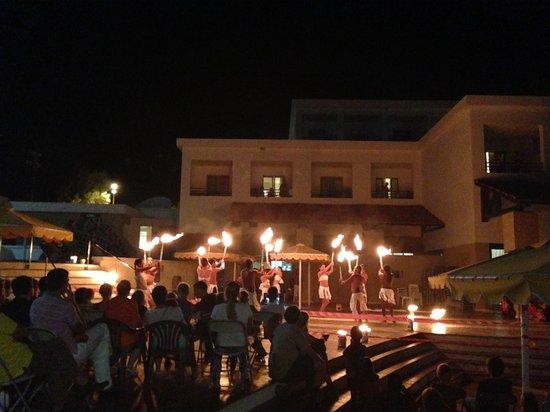 Mitsis Rodos Maris Resort & Spa: Fire Show!