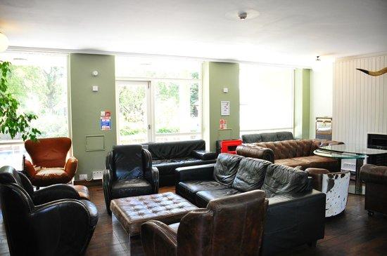 Palmers Lodge Hillspring: Lobby