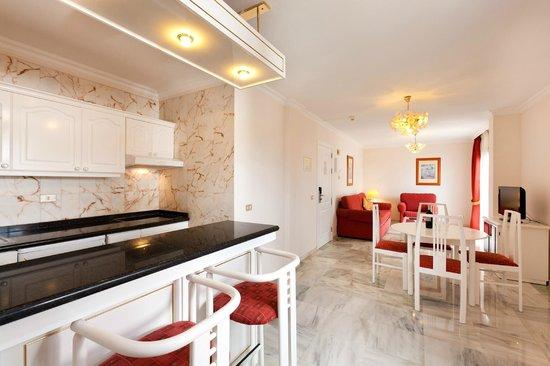 Apartamentos Casablanca: Salón - Cocina