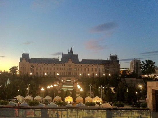 Palas Iasi: View from the mall's terrace overlooking the back side of the Palace in Iasi. Nice!
