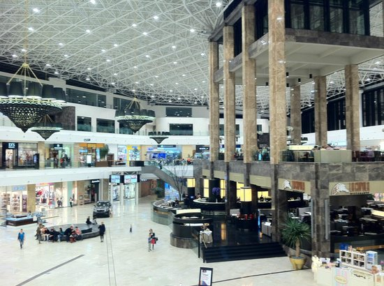Palas Iasi: the main hall of the mall. Huge and great!