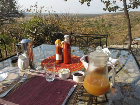 Boundary Hill Lodge: Breakfast with a view