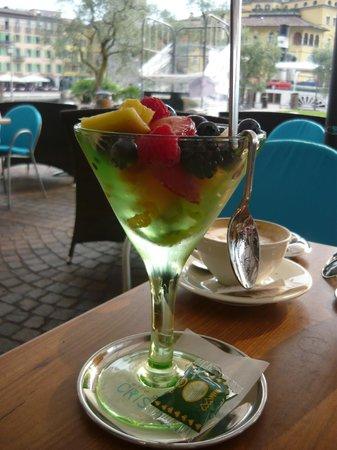 Cristallo Caffe Gelateria: frutta fresca e deliziosa