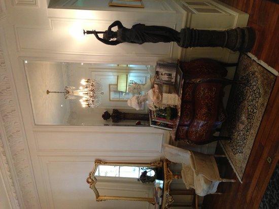 La Villa Eugene : Corridor leading to breakfast room
