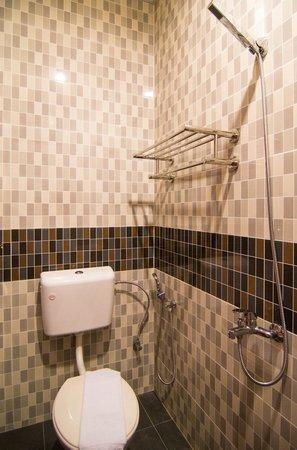 Hotel De' Tees: Attached Bathroom