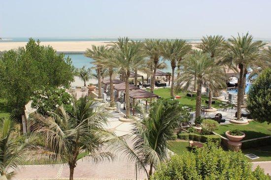 Al Raha Beach Hotel: Pool Area