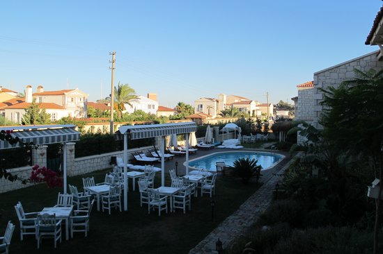 Alacati Marina Palace Boutique Hotel: Bahçe&havuz