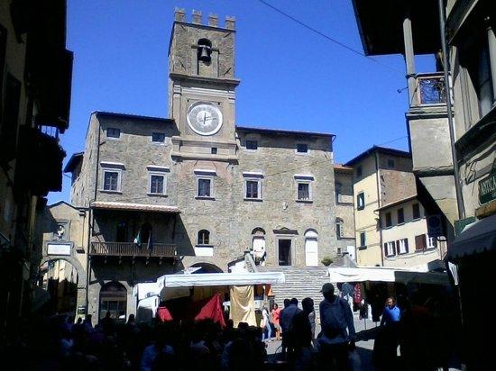 Trattoria Dardano : Il Palazzo Comunale di Cortona a 2 passi dalla trattoria