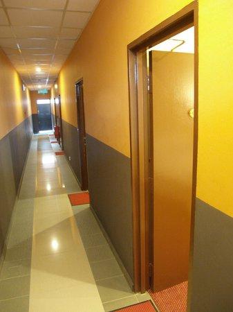 Hotel De' Tees: Guestroom Corridor