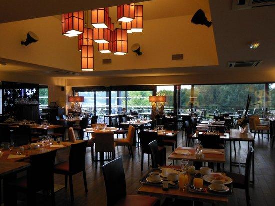 Hotel de Massane : le restaurant avec terrasse