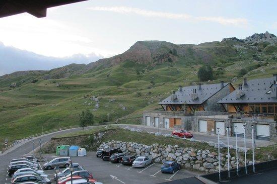HG Alto Aragón: Vista de la falda de los pirineos desde la habitación