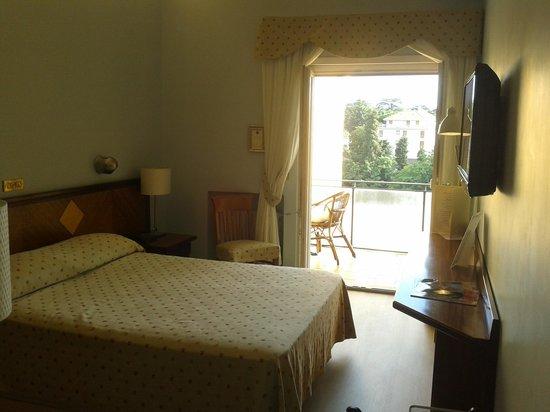 Hotel Cacciani: stanza e terrazzo