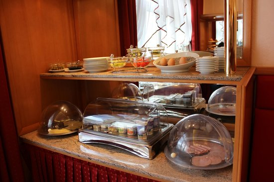 Hotel Pension Corvinus: Breakfast