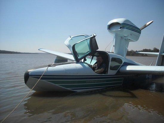 Gympie Muster Inn: Seaplane training on dam near Gympie