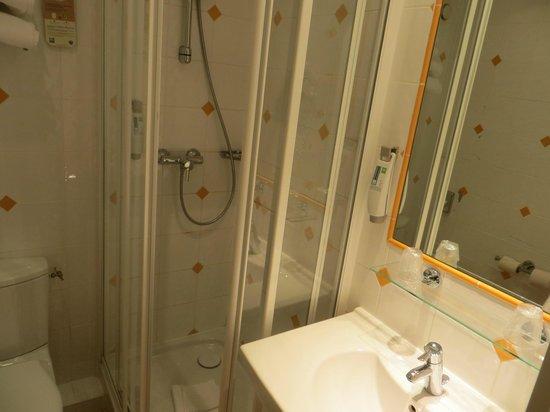 Ibis Styles Paris 15 Lecourbe : Standard Room Bathroom