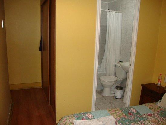 Hostal Almenas: Vista do banheiro