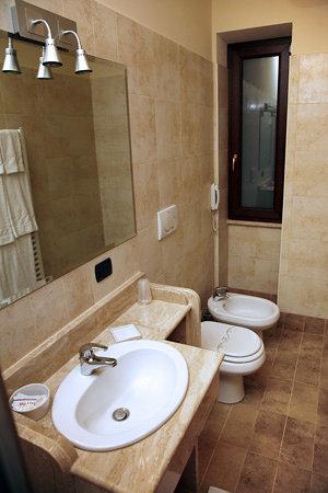 Il Nido Hotel e Ristorante: Bagni