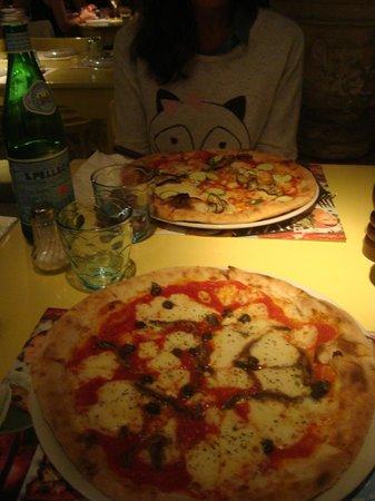 Catari Ristorante Italiano : Le pizze: vegetariana e siciliana