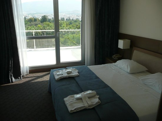 Amalia Hotel: twin bed