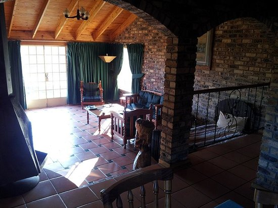 Thaba Tsweni Lodge & Safaris: la sala vista dal lato tavolo