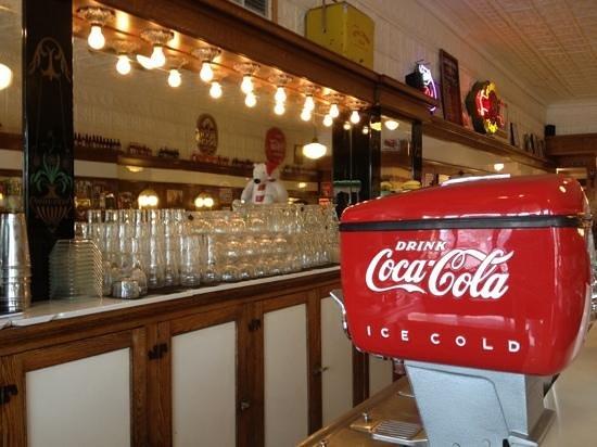 Soda Pops : olde fashioned soda shop