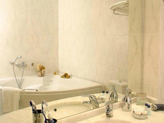 Blue Sea Hotel: Jacuzzi bath