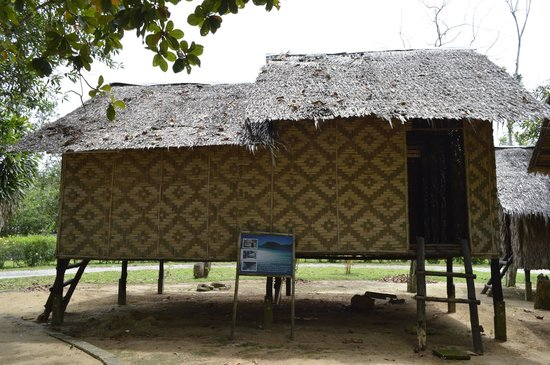 Thalang National Museum: An example of a sea gypsie's home