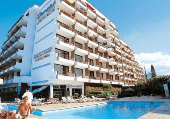 Olympia Aparthotel : Вид на отель снизу