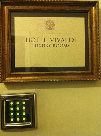 Vivaldi Luxury Rooms: Security code
