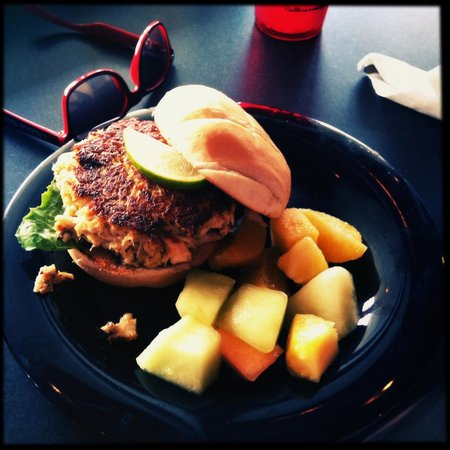 Watermen's Bar & Grill: Watermen's signature burger