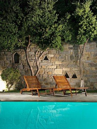 Polos Hotel: Pool/ Garden