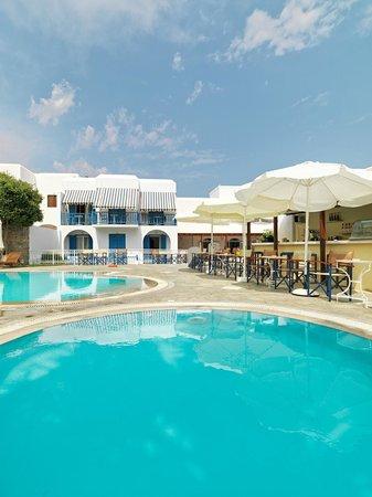 بولوس: Pool Bar