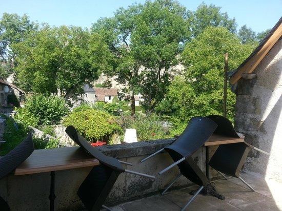 Angles sur l'Anglin, Frankreich: La terrasse, vue sur la riviere et chateau, Angles sur Anglin