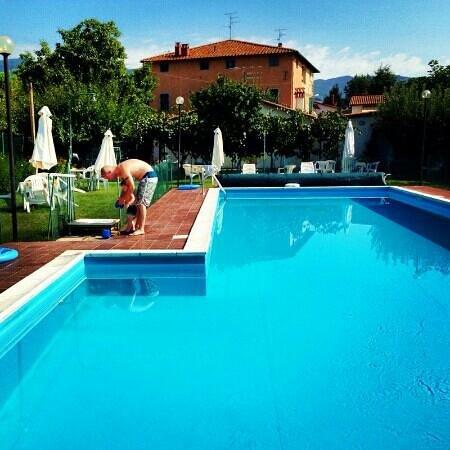 Agriturismo Il Giardino: immaculate pool
