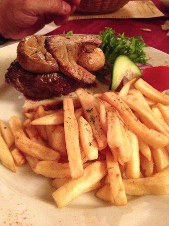 Becsiszelet Vendeglo: ottima bistecca con fegato d'oca