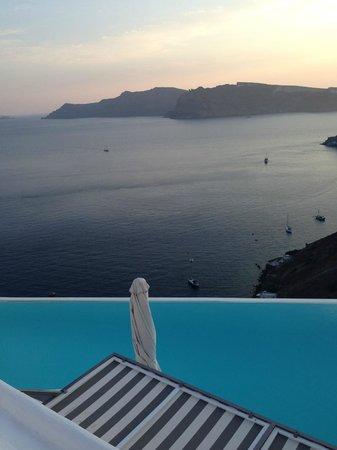 Katikies Hotel: Vista da piscina
