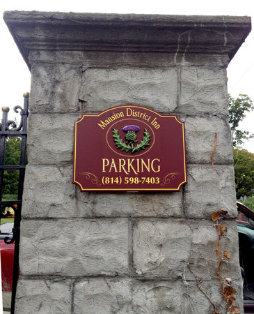 Mansion District Inn Bed & Breakfast: MDI off-street parking is in the gated rear of the grounds