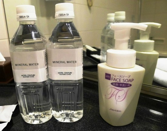Hotel Century Southern Tower: clean and toiletries are replenished daily!