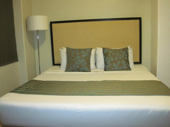 Orchid Garden Suites - Manila: The bed