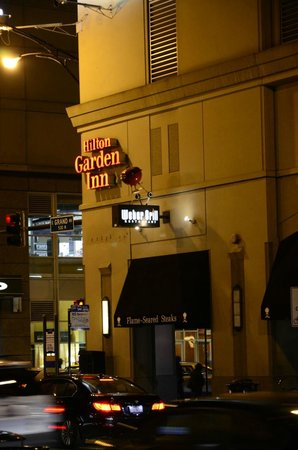 Hilton Chicago/Magnificent Mile Suites: webber gril restaurant